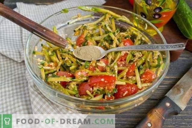 Avokaado, tomatite ja kurkidega salat