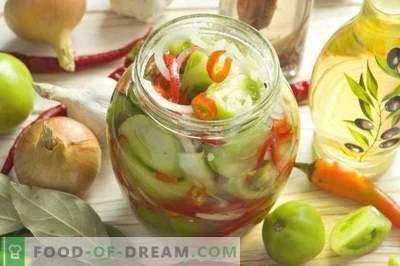 Sałatka z zielonych pomidorów z cebulą i papryką na zimę
