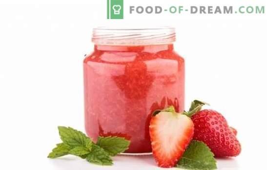 Maasikamass ilma toiduvalmistamiseta - see on koht, kus suvine lõhn on! Erinevate maasikamooside retseptid ilma toiduvalmistamiseta magusaks eluks