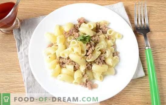 Uma tecnologia muito simples de cozinhar macarrão de maneira naval com carne de porco picada. A receita clássica passo a passo com a foto: pasta em estilo de frota