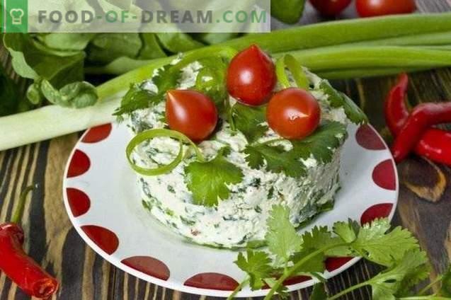 Salat, mis on valmistatud juustuga, spinatiga ja koriandiga
