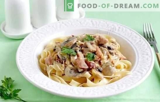 Fettuccine koos päikesepaistelise Itaalia seentega. Fettuccine pasta retseptid seentega kreemjas kastmes, kana, brokkoli, singi ja köögiviljadega