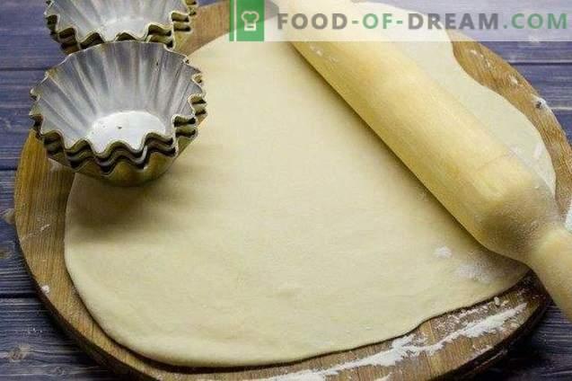 Pirukad koogikookide plaatides
