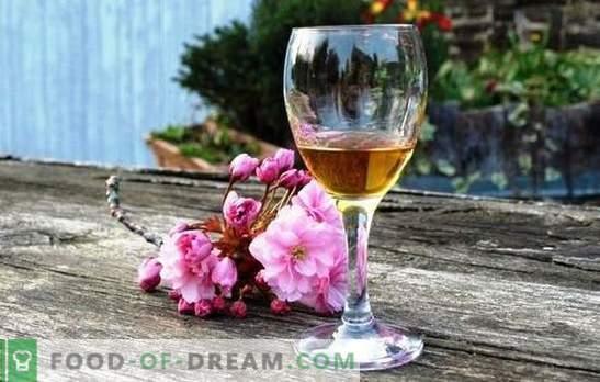 Calvadose retsept kodus kodus olevate õunte järgi klassikalise tamme kiibiga retsepti järgi. Calvados õunadest või moonshine'ist kodus õunadest