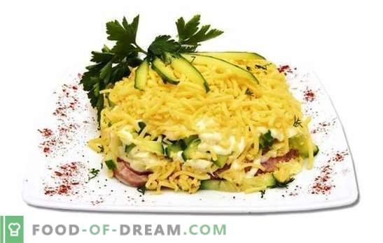 Sinki, kurkide ja juustu salat on kerge ja toitev. Köögisea, kurgi ja juustu salati variandid