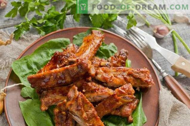 Pork ribs in the oven with honey sauce