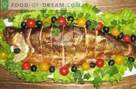 Suitsukala - parimad retseptid. Kuidas korralikult ja maitsvalt suitsutatud kala valmistada.