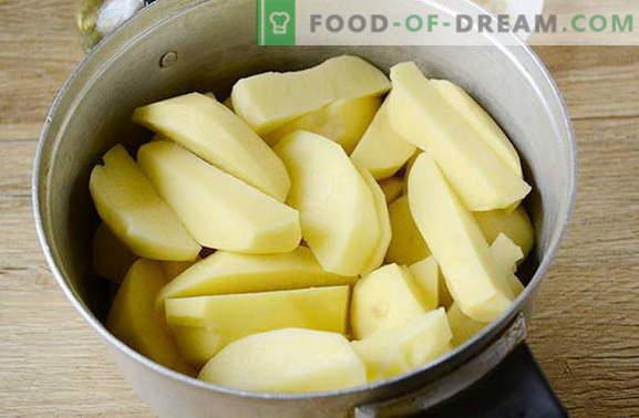 Kartulid küpsetatud ahjus küpsetatud maitsestatud vürtsidega