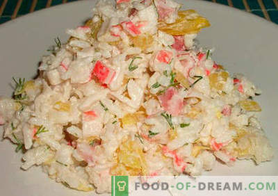Crab salad with rice - proven recipes. How to cook crab salad with rice.