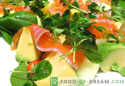 Avokaado ja lõhe salat - õiged retseptid. Kiiresti ja maitsev salat koos avokaado ja lõhe valmistamisega.